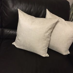 "18""x18"" feather filled pair of pillows"